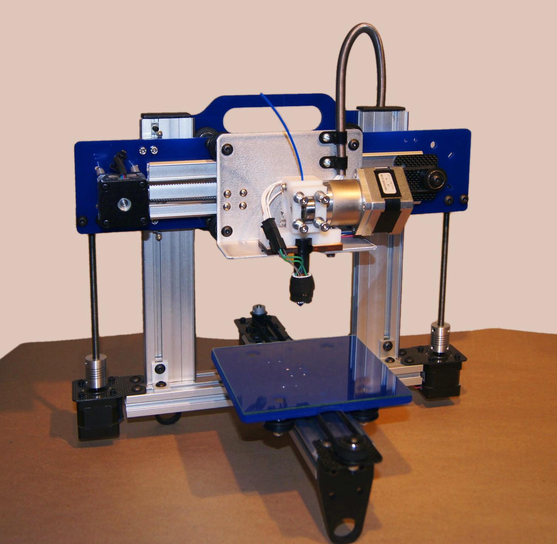 Zdjęcie przedstawiające model drukarki 3D.