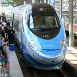 Zdjęcie przedstawia pociąg Pendolino na dworcu we Wrocławiu.