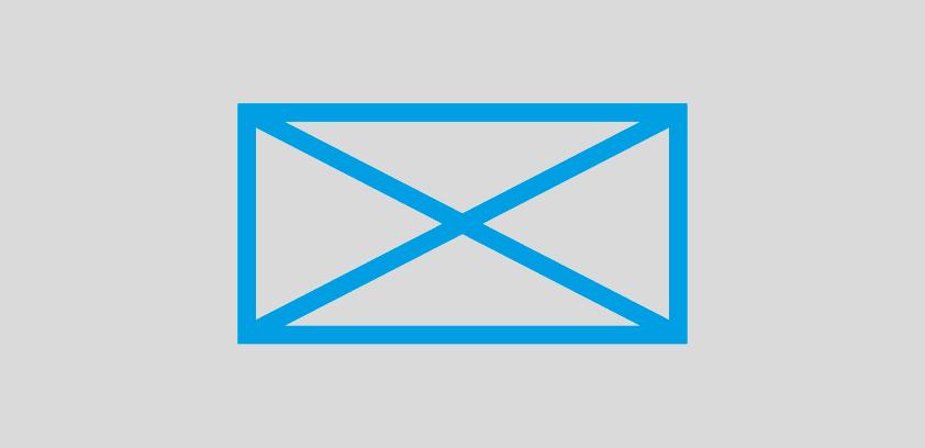 Ilustracja przedstawia niebieską kopertę umieszczoną na szarym tle.