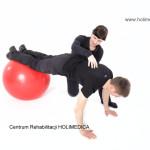 ćwiczenie rehabilitacyjne na piłce - Holimedica