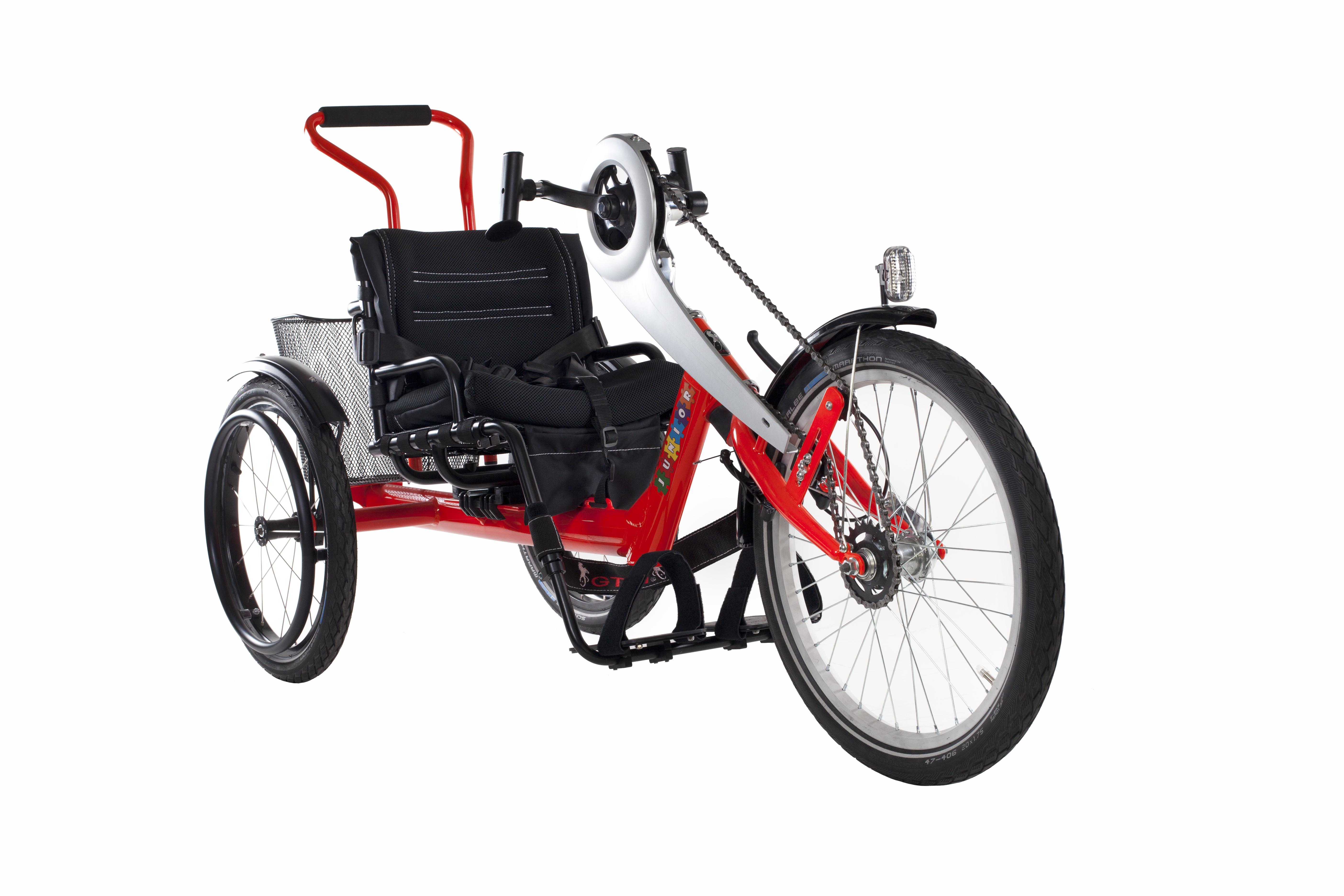 GTM BLACKBIRD JUNIOR jest poziomym rowerem rehabilitacyjnym o napędzie ręcznym. Służy do aktywnej rehabilitacji dzieci niepełnosprawnych z urazem rdzenia kręgowego lub z różnymi uszkodzeniami kończyn dolnych.