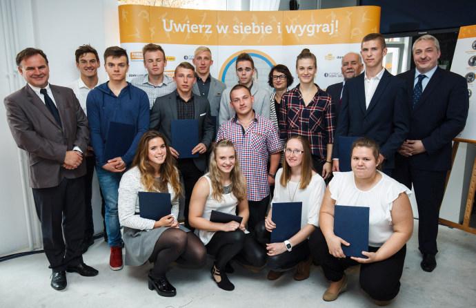 Natalia Partyka wraz ze stypendystami jej Funduszu oraz przedstawicielami Zarządu Funduszu