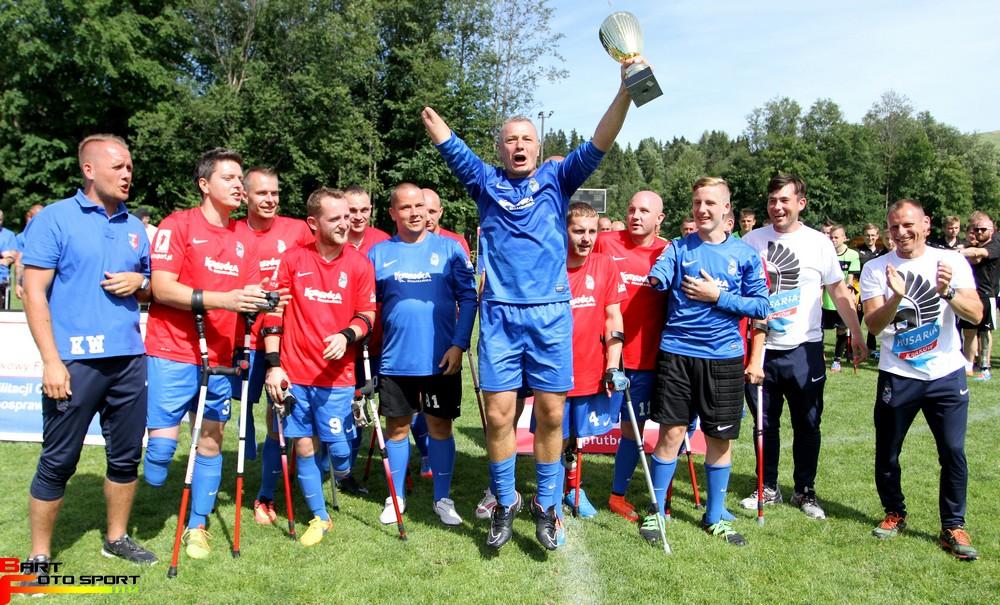 Zdjęcie przedstawia drużyne Husaria Kraków