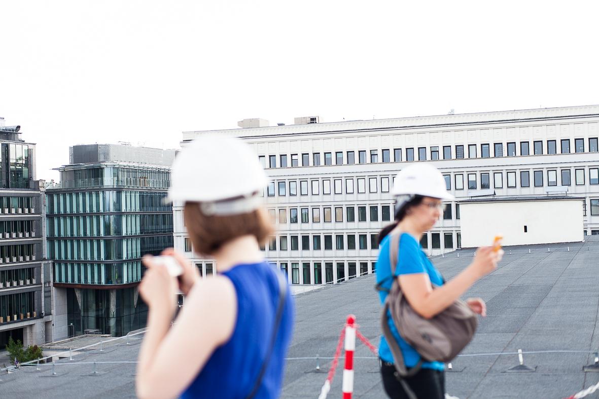 Widok z dachu na inne budynki.