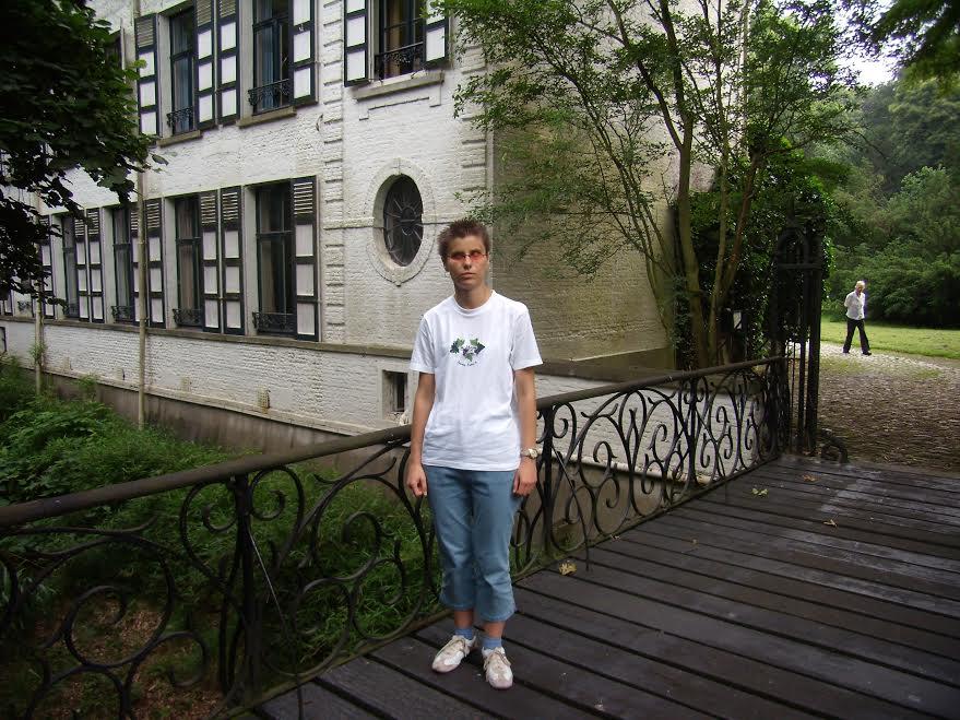 W Edegem na mostku przy domu pisarki - Marii Gevers.