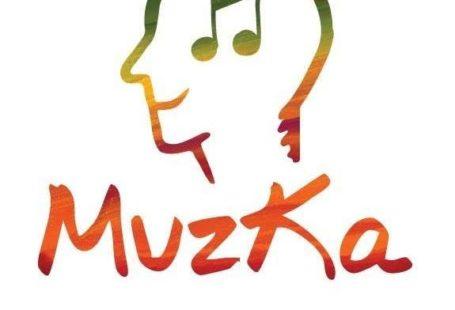 Obrazek przedstawia plakat Muzki. Jest to narysowany profil człowieka z nutą na głowie, a pod spodem napis Muzka, muzykoterapia
