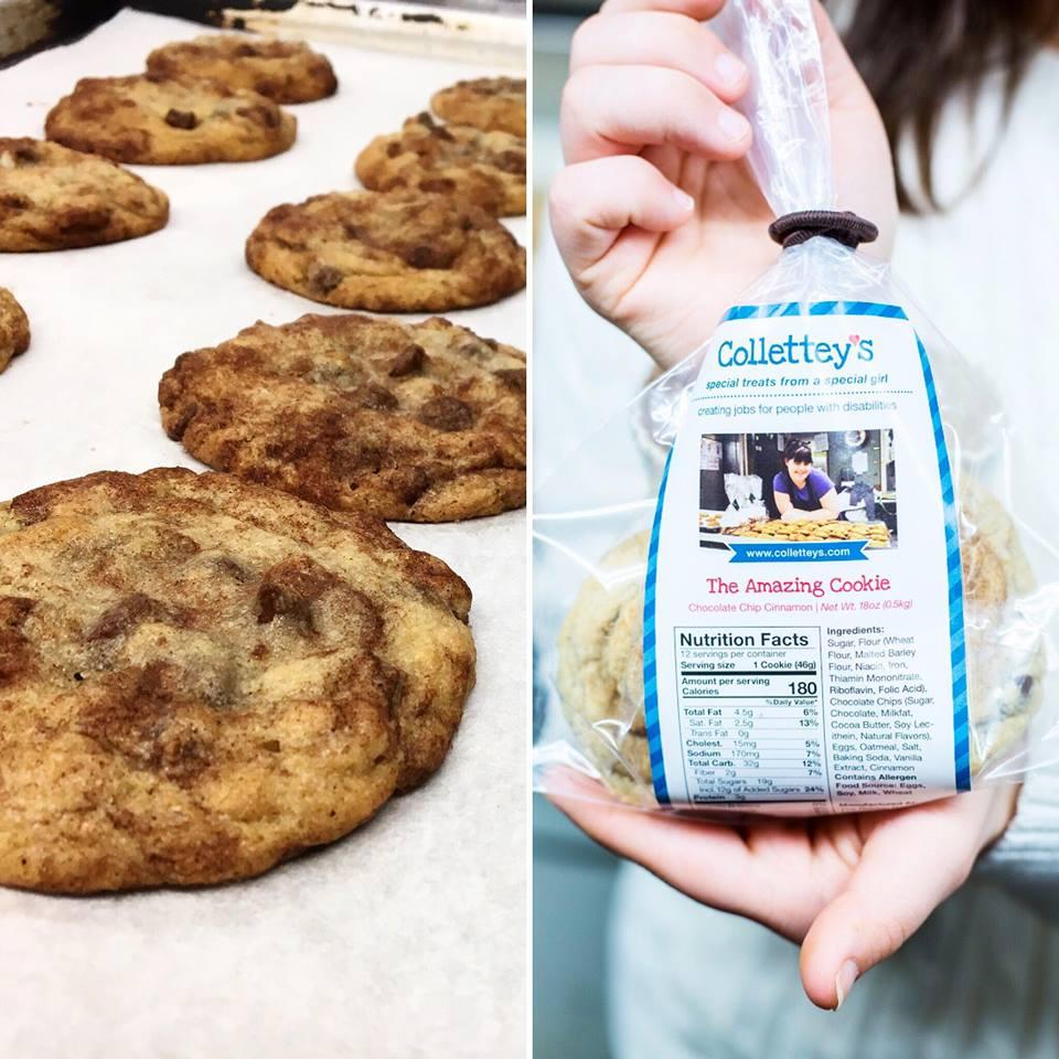 Na obrazku znajdują sie dwa połaczone ze sobą zdjęcia. Zdjęcie po lewej stronie przedstawia dwa rzędy ciasteczek, a na drugim zdjęciu są zapakowane już ciasteczka w firmowy woreczek Collette z wydrukowanym na nich wizerunkiem dziewczyny w czasie pieczenia.