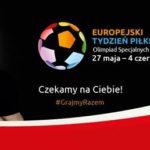 plakat promujący europejski tydzień olimpiad specjalnych, na którym znajduje sie Robert Lewandowski trzymający piłkę