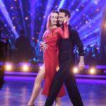 Tańcząca iwona i stefano na parkiecie tańca z gwiazdami