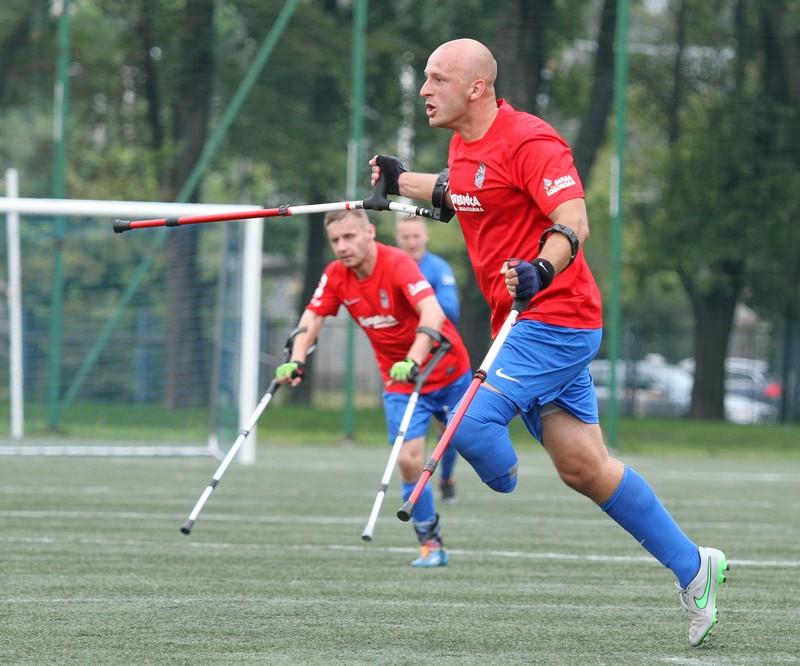 Zdjęcie piłkarzy w trakcie gry