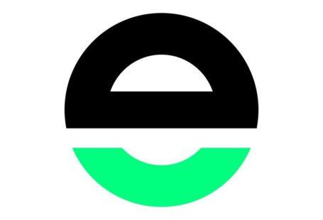 logo element talks, jest to mała literka e która u góry jest czarna a od połowy w dół zielona