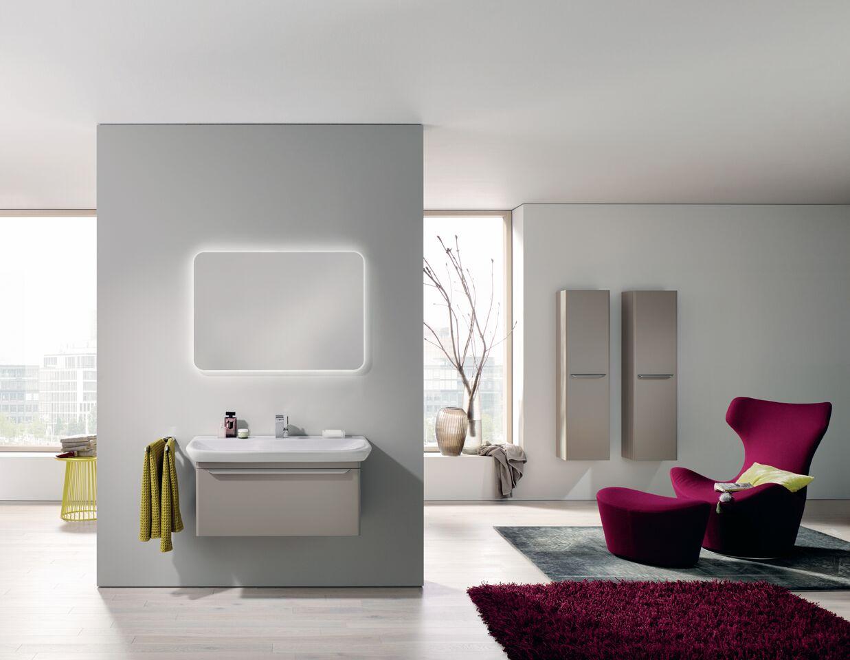 łazienka w odcieniach bieli szarości i różu