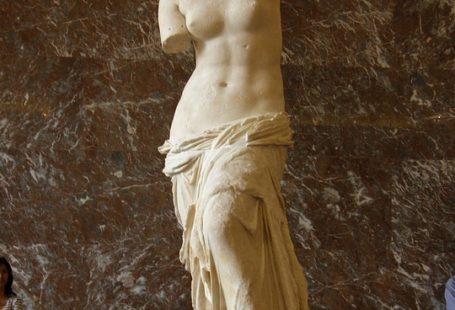 posąg wenus z milo w Paryżu