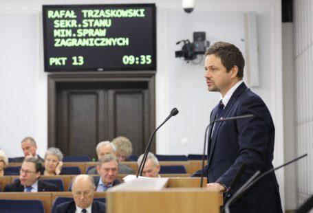 Sekretarz stanu w Ministerstwie Spraw Zagranicznych Rafał Trzaskowski podczas 66. posiedzenia Senatu