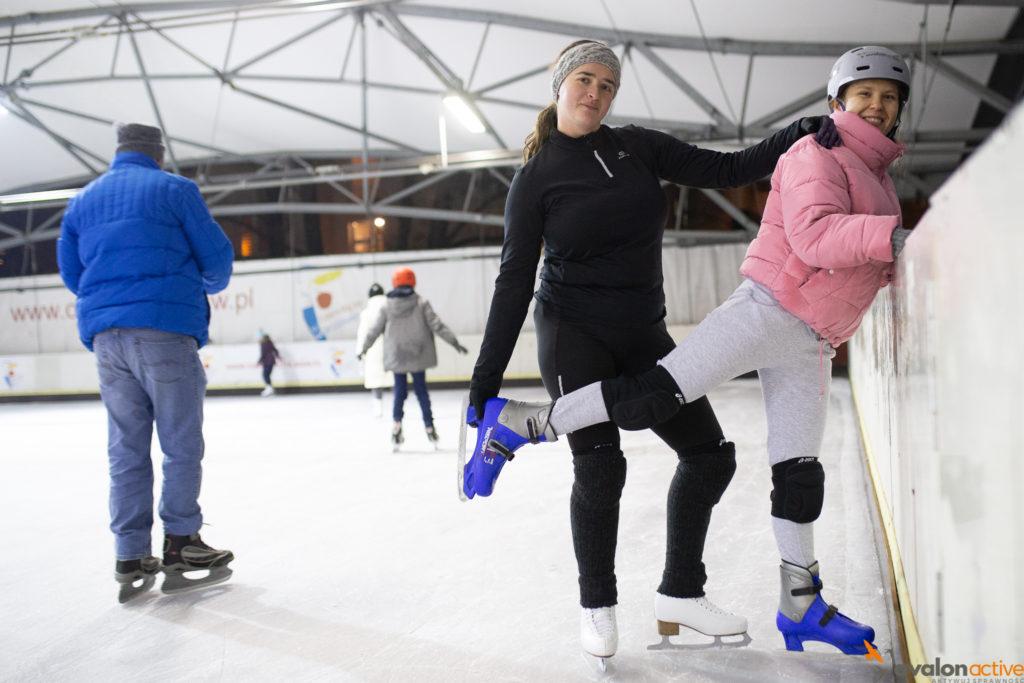 Kasia wraz z podopieczną na lodzie