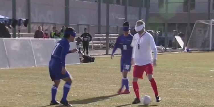 Iniesta grający blind football