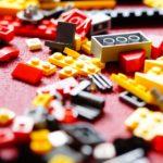 rozsypane klocki lego