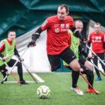 Amp Futbol styczeń 2020, piłkarze ampfutbolu gający w czerwonych koszulkach