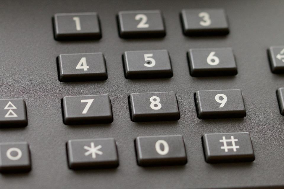 kadr na cyfry w telefonie