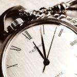 na zdjęciu widoczny jest kard na zegarek kieszonkowy - a dokładnie na wskazówki - godzinową, minutową i sekundową